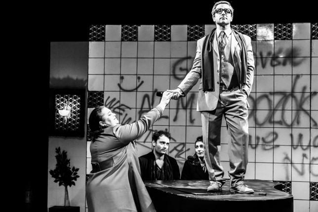 Predstava: Sanjari - fantazmagorija jedne revolucije (gostovanje)