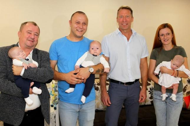 Predsednik Skupštine grada posetio trojke porodice Majoroš