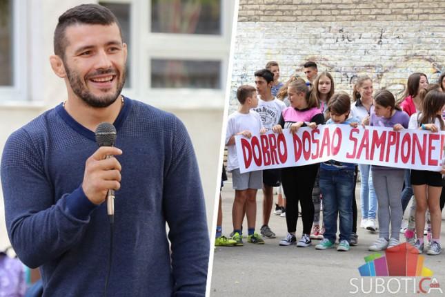 "Davor Štefanek u poseti OŠ ""Đuro Salaj"""