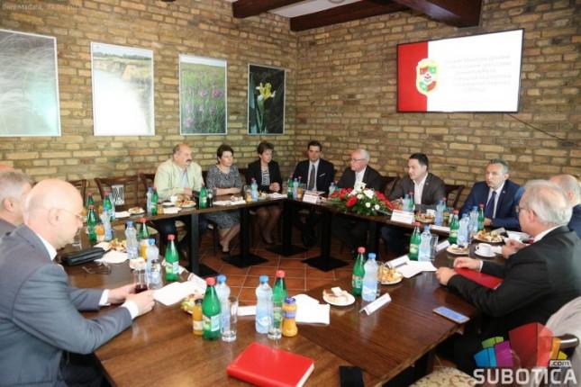 Ministar Branko Ružić na sastanku sa predstavnicima nacionalnih saveta