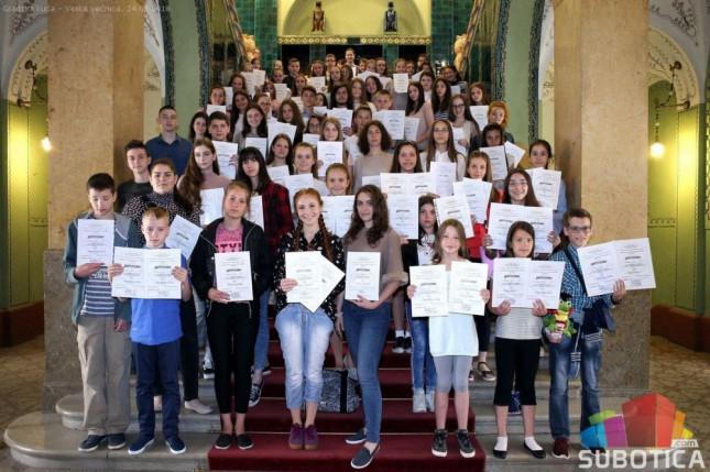 Uručene diplome najboljim takmičarima iz srpskog jezika