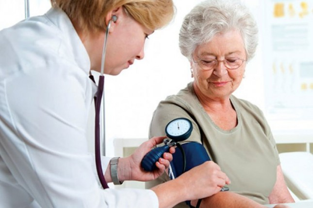 Kontrola krvnog pritiska i šećera u krvi za penzionere