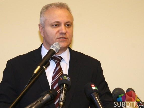 Dinkić potpisao ugovore o zapošljavanju 200 radnika