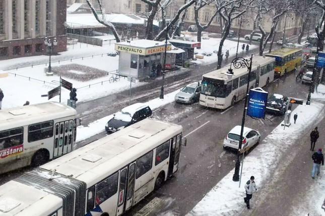Autobus u kvaru i nepropisno parkirana vozila izazvali kolaps u Đure Đakovića