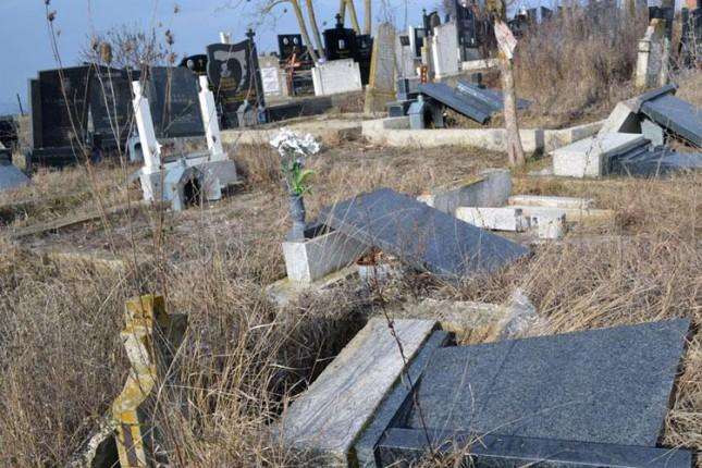 Osumnjičeni da su oskrnavili 23 nadgrobna spomenika u Čantaviru