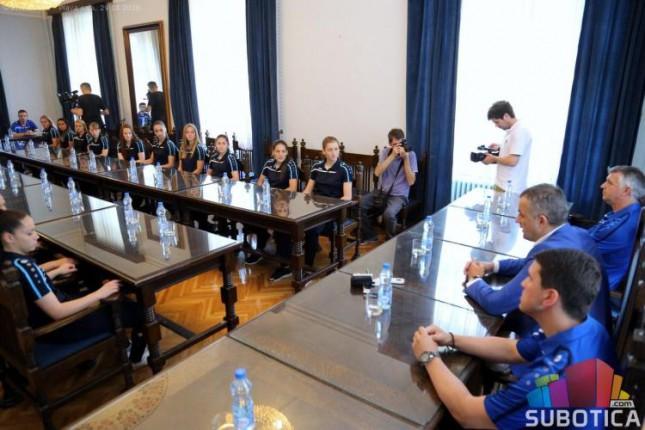 Fudbal: Šampionke Srbije na prijemu u Gradskoj kući