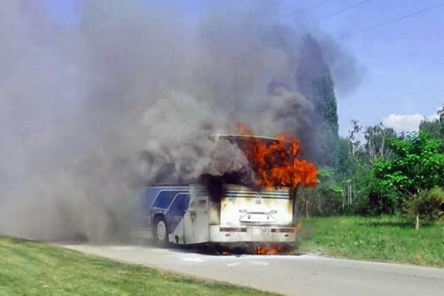 Autobus se zapalio, nema povređenih