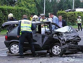 Stradala na prelazu, nakon sudara dva automobila