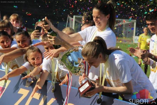 Fudbalerke Spartaka ubedljivom pobedom proslavile titulu