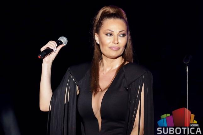 Ceca svojim koncertom oduševila publiku u Subotici