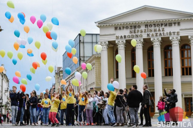 Maturanti zaplesali na Trgu slobode