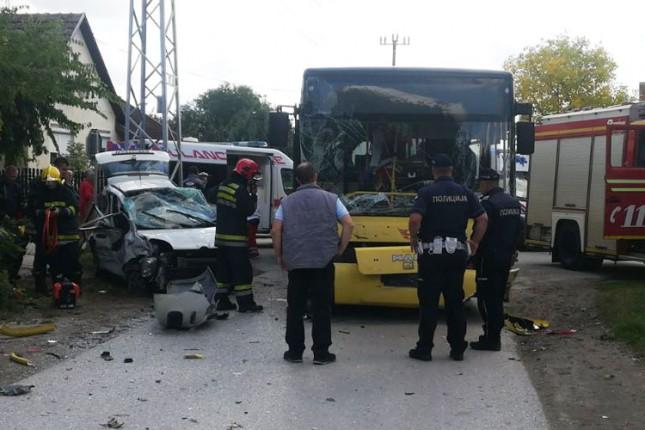 Saobraćajna nezgoda u Srpskom šoru između automobila i autobusa, više povređenih
