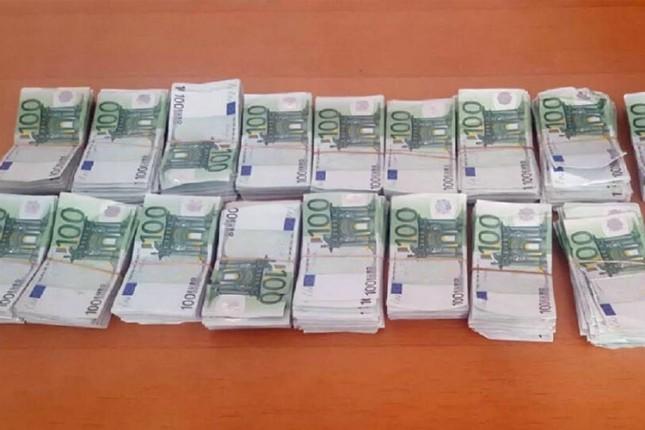 Pazarac autobuskom linijom pokušao da iznese oko 190.000 evra