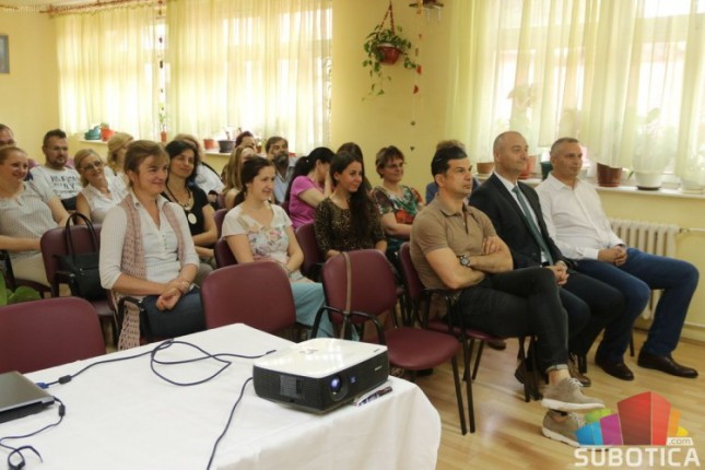 """Proslavljeni rukometaš održao predavanje zaposlenima u Gerontološkom klubu """"Kertvaroš"""""""