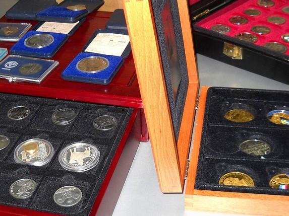 Sprečeno krijumčarenje poštanskih markica i starih novčića
