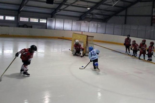 Mlađe selekcije hokejaša Spartaka učestvovale na turnirima u Mađarskoj