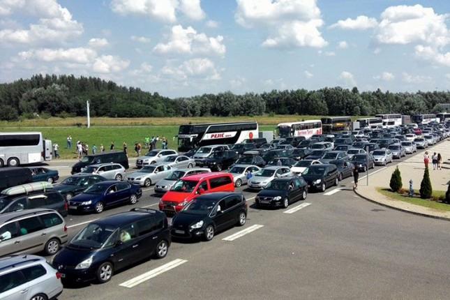 """Gužva na GP """"Horgoš"""", kolone duge do 4 kilometra, vozila se delomično preusmeravaju kroz Suboticu"""