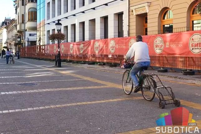 Više ljudi na biciklu, nego pored bicikla
