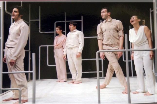 """Predstava """"Bosonogi u parku"""" - Drame na srpskom jeziku Narodnog pozorišta"""