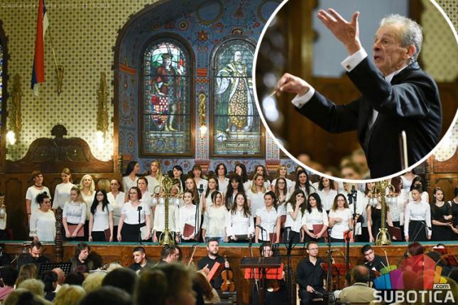 Spektakularni koncert pod dirigentskom palicom Maćaš Murenjija