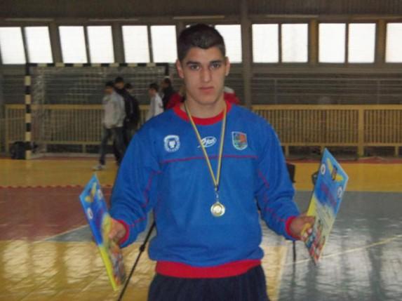 Bokser Denis Memetović osvojio zlato na turniru u Mostaru
