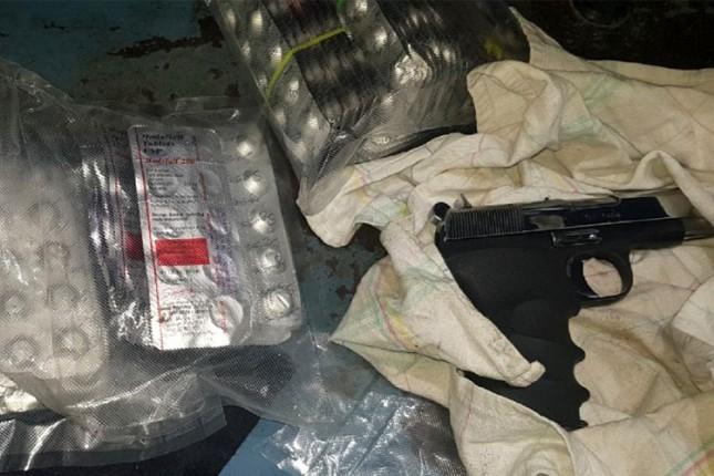 Zaplenjeno četiri pištolja i blizu 2.000 psihoaktivnih tableta