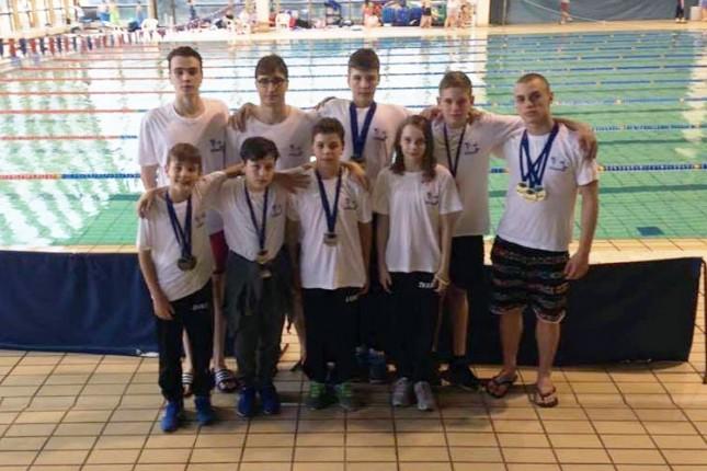 Dvanaest medalja plivača Spartak-Prozivke u Novom Sadu