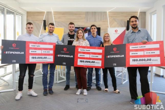 IT kompanija dodelila tri stipendije studentima VTŠ-a