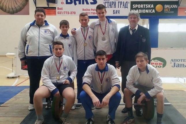 Četiri medalje dizača tegova Spartaka na prvenstvu Vojvodine u Baču
