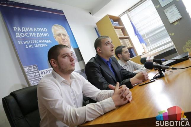 Radikali komentarisali miting SNS-a i najavili dolazak Šešelja