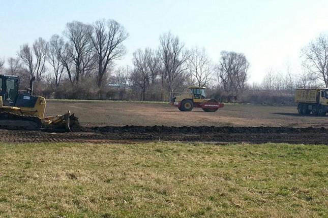 Na Gradskom stadionu počelo uređivanje pomoćnog terena sa veštačkom travom