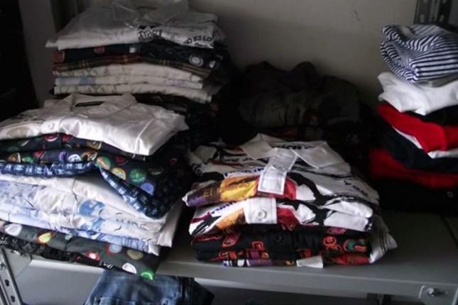 Student krijumčario skupu garderobu