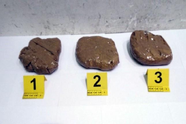 Carinici u kombiju pronašli 1,3 kilograma marihuane