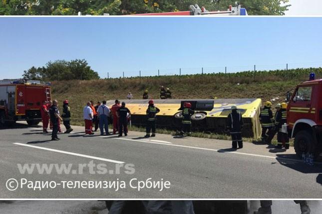 Poljski autobus sa decom sleteo sa puta kod Malog Iđoša, jedna osoba poginula