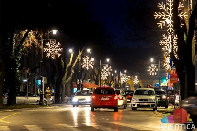 Subotica dobija nove božićno-novogodišnje ukrase