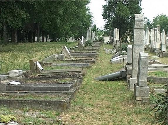 Vandali ponovo oštetili nadgrobne spomenike na Jevrejskom groblju