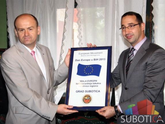 Uručeno priznanje Subotici - najtolerantnijoj zajednici u regionu