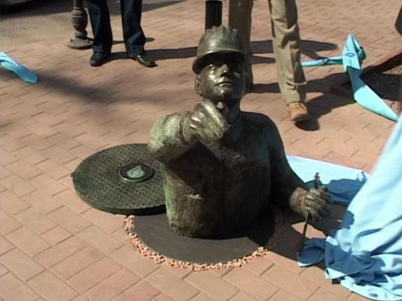 Kako nazvati Skulpturu vodoinstalatera u gradu?