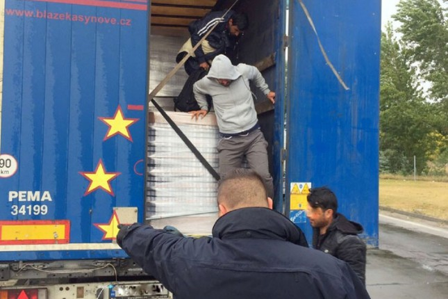 Carinici sprečili ilegalne prelaske granice u tri navrata