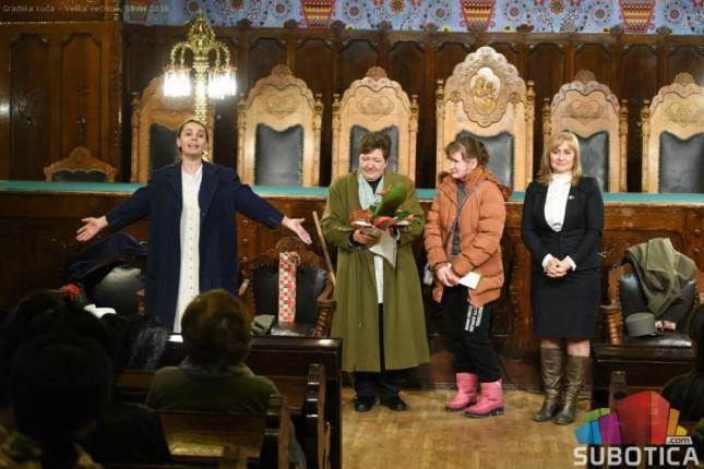"""Monodrama """"Sećanje na Milunku Savić"""" oduševila subotičku publiku"""