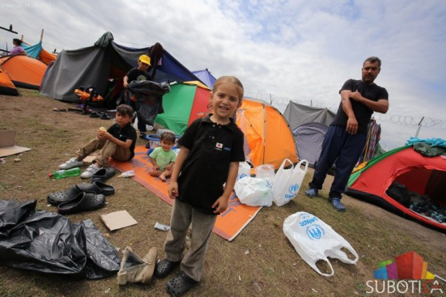 """Teški uslovi u improvizovanom kampu na Graničnom prelazu """"Kelebija"""""""