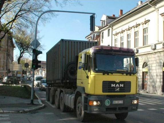 """Postavljaju se znakovi zabrane za """"teške"""" kamione"""
