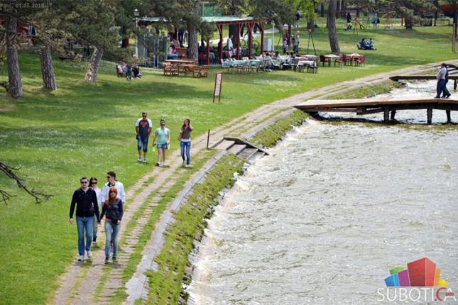 Voda u Paliću mikrobiološki ispravna, probleme i dalje prave alge