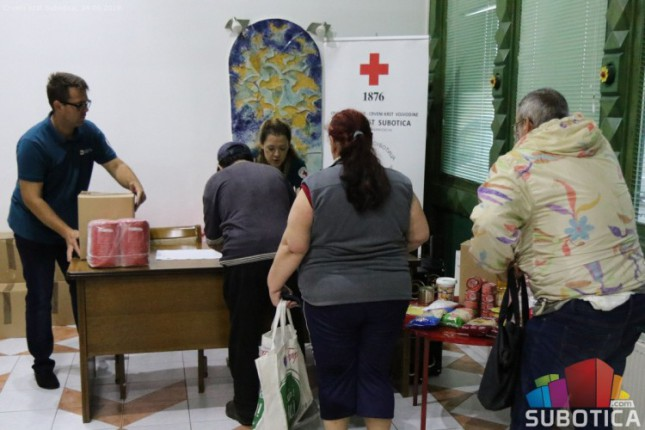 Crveni krst završio podelu prehrambenih paketa pred letnju pauzu Narodne kuhinje