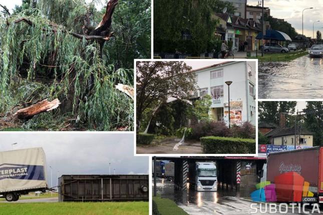 Nevreme u Subotici lomilo drveće, kidalo krovove, potapalo ulice i prevrtalo vozila