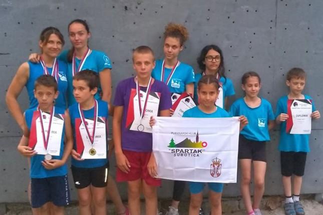 Sportsko penjanje: Četiri zlatne medalje Nore Bognar na državnom prvenstvu u Nišu