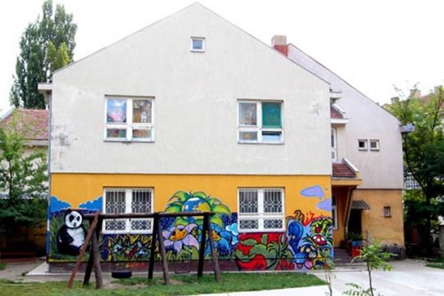 """Oslikavanje dela zida u dvorištu PU """"Naša radost"""""""