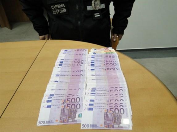 Pokušali da prenesu 187.000 evra