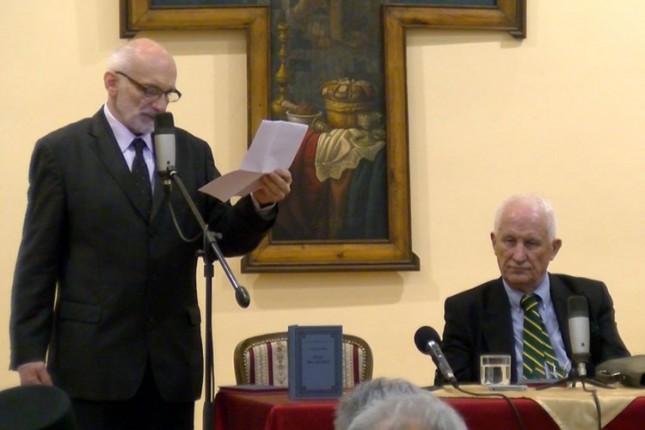 """Promovisana knjiga akademika Matije Bećkovića """"Prahu oca poezije"""""""