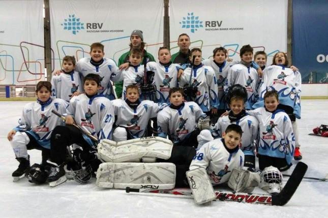 Hokejaši Spartaka aktivni na ledu